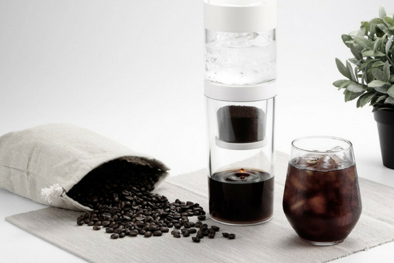 Until recently we had only seen elaborate cold brew apparatus in these boutique coffee shops. Recently I teamed up with Dripo to try theirJapanese style Slow-Drip cold brew coffee maker!